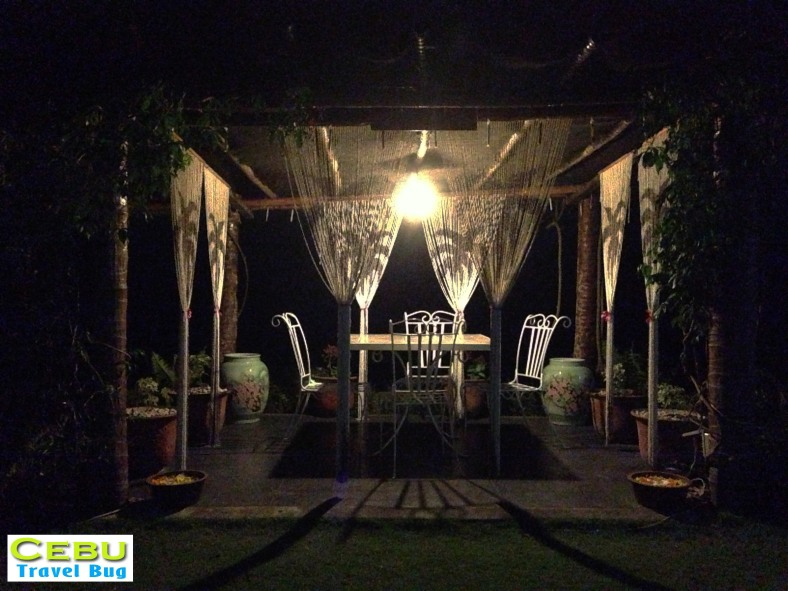 The dazzling light displays with  the well-crafted dating tables in the bermuda area makes it a perfect spot for a romantic date.